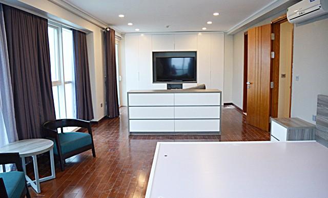 spacious apartment in ciputra (18)
