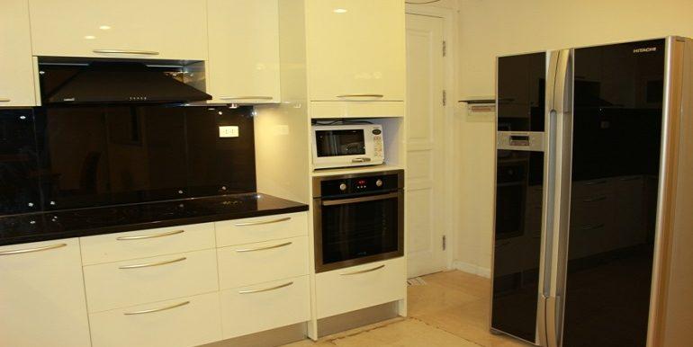 ciputra-apartment-13