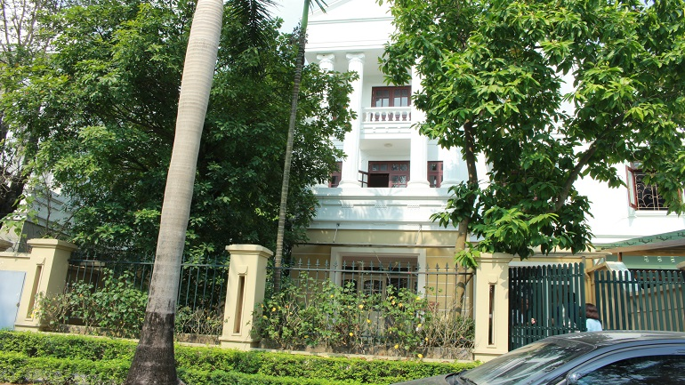 Spacious villa in central area of Ciputra which is close to UNIS